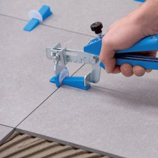 Knauf levelling system syst me de nivellement pour for Carrelage clips